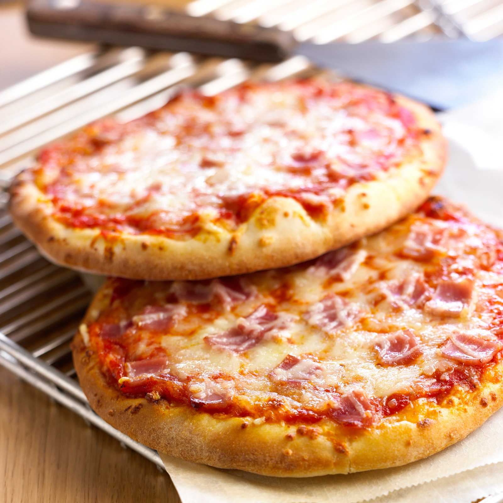 pizza-jambon enceinte